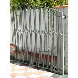moderní kovová brána